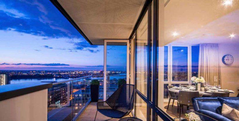 balcone con vista di notte waterfront ii